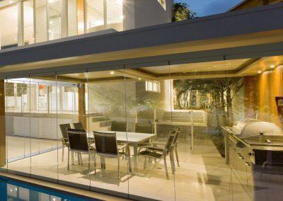 Frameless retractable glass door system